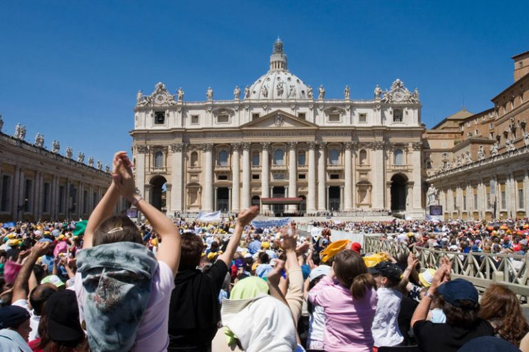 Pellegrini in Piazza San Pietro
