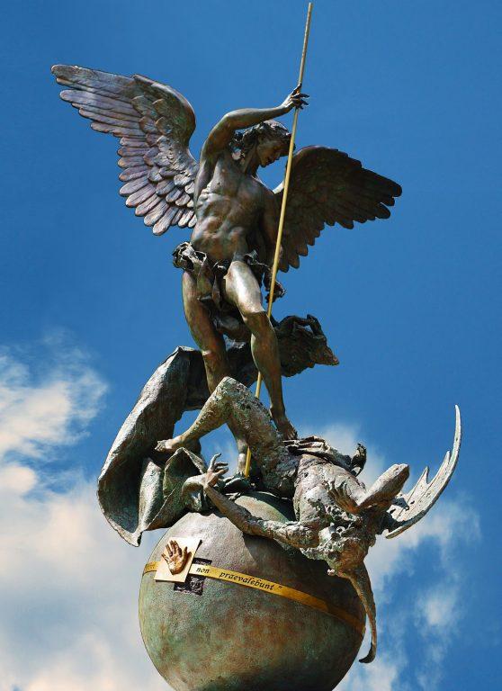 Statua di San Michele Arcangelo in Vaticano
