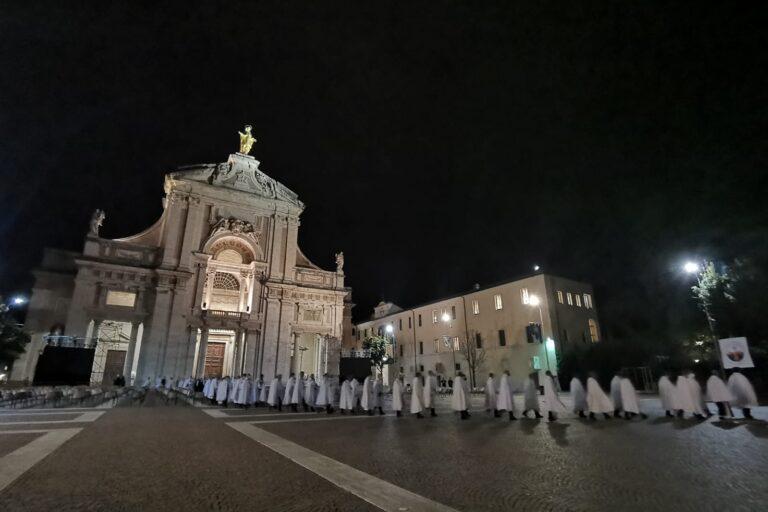 La camminata silenziosa dei Templari Cattolici a Santa Maria degli Angeli