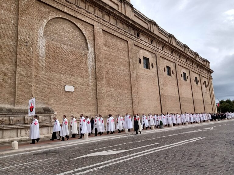la camminata silenziosa dei templari per le vie di Assisi
